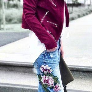 Boyfriend jeans with floral appliqué.